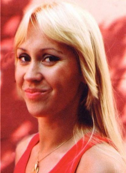 1975_agnetha_beautiful_in_red